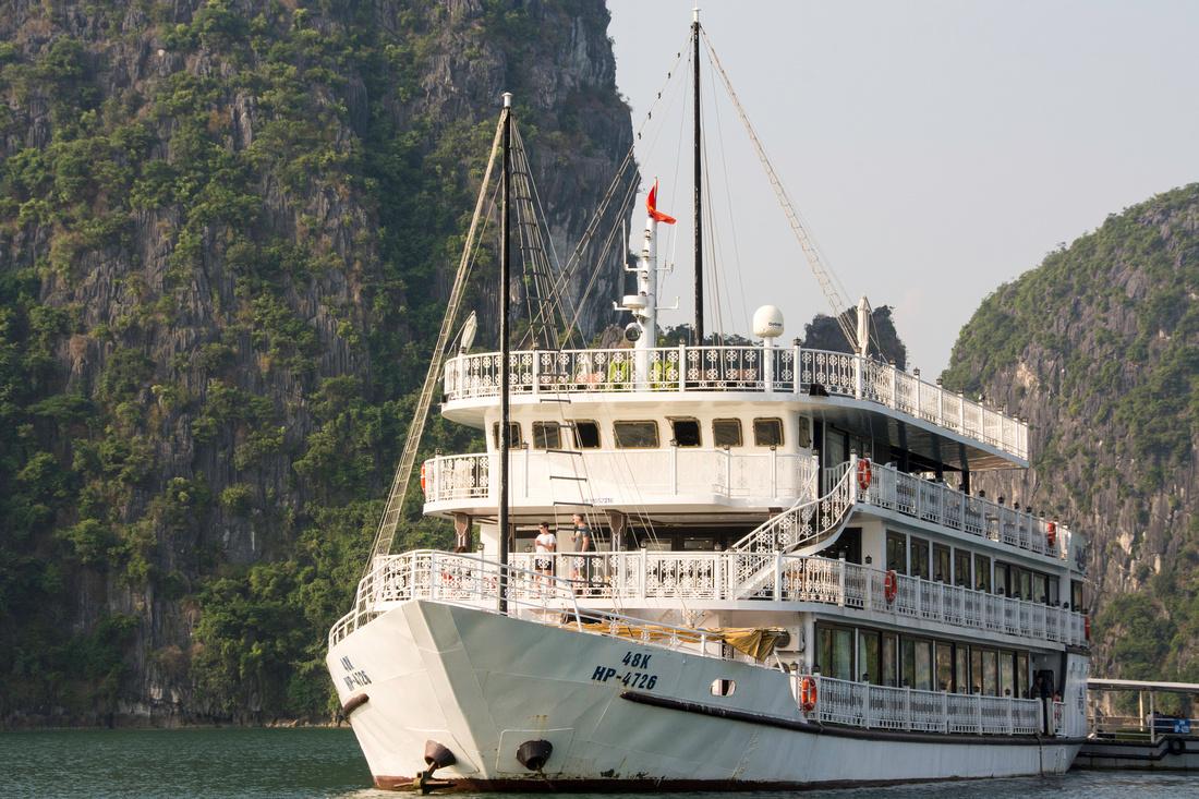 Boat cruise in Lan Ha bay